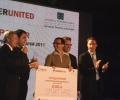 Посланик Джеймс Уорлик връчи първа награда в конкурс за млади предприемачи