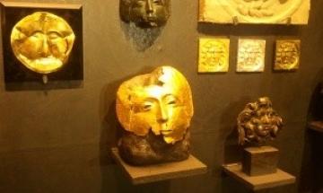 """Изложба """"Скъпоценна украса на икони"""" радва плевенчани наесен"""
