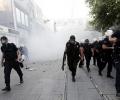 Турски студенти протестират пред НДК