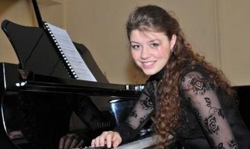 Българка е най-обещаващият млад студент на легендарния пианист Башкиров