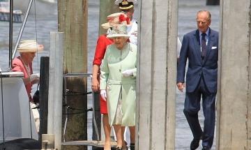 Наградиха Кралица Елизабет II с частица от хиперкосмоса