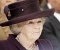 Холандската кралица Беатрикс абдикира