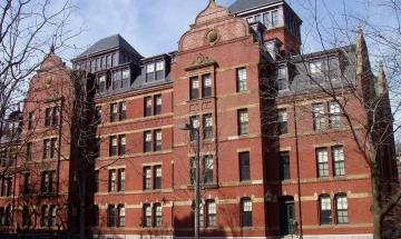 Грандиозен скандал в Харвард – десетки студенти напускат