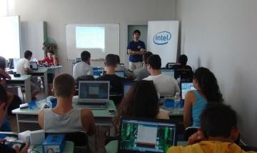 Проучване на Intel: Най-добрата възраст едно дете да получи своя първи собствен компютър е между 7 и 12 години