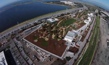 Цукърбърг мести Facebook в сграда с 9 дка парк на покрива