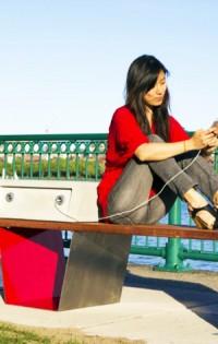 Умни пейки на открито ще зареждат GSM-а ни