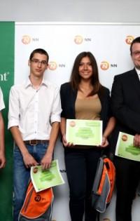 """Ученици от Провадия взеха награда за """"умен"""" часовник за незрящи"""
