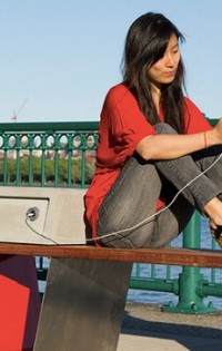 В столичните паркове ще седим на умни пейки