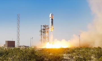 Космическа ракета направи първо успешно кацане