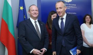 """САЩ и България увеличават финансирането за """"Фулбрайт"""""""