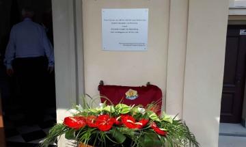 Откриха паметна плоча на Александър I Батенберг във вила Хартенау, Грац