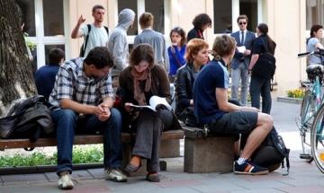 Замразиха студентските заеми за българи и румънци в Англия