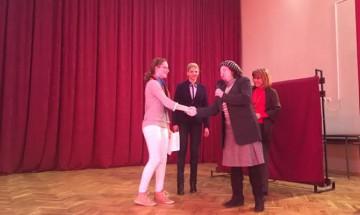 Седмокласничка е победителка в конкурс за творческо писане