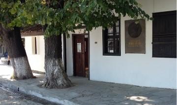 Ремонтират къщата на Вазов