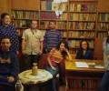"""Студенти от литературния кръг """"Поезия и памет""""  представиха  свои стихове в Есенния салон на поезията"""